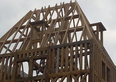 La charpente de la toiture prend forme