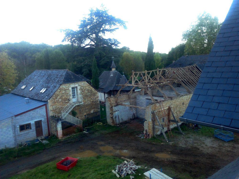 Démontage toiture ancienne grange