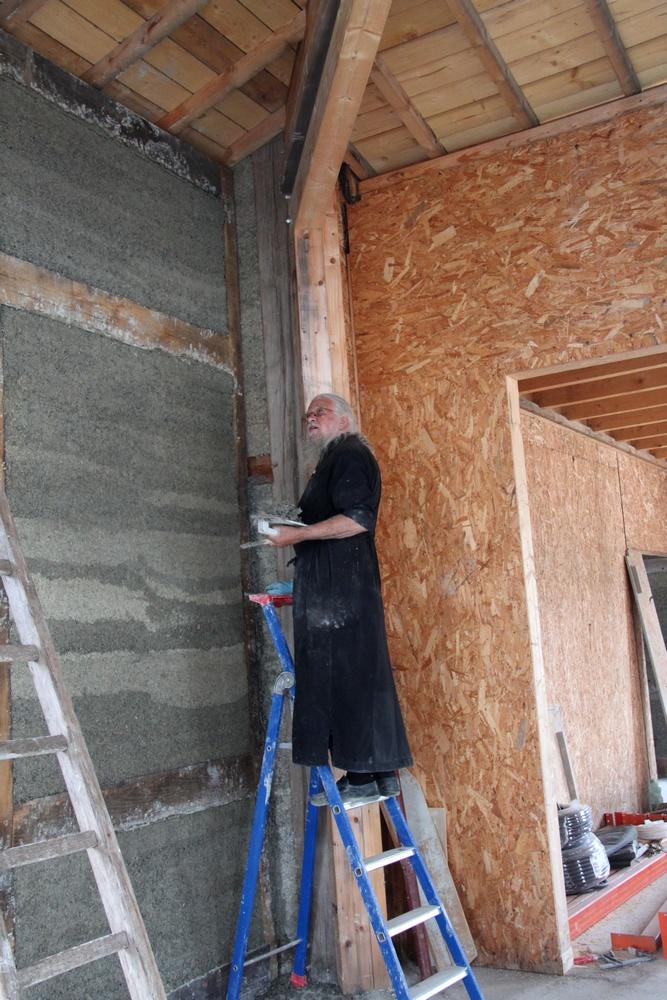 Construction des murs en torchis